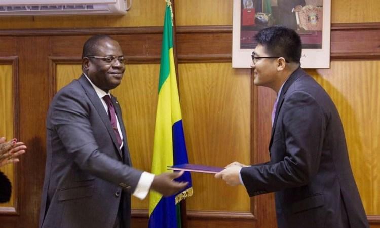 Gabon : Construction annoncée de 500 salles de classe