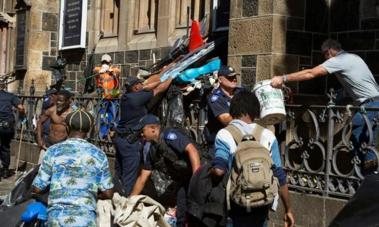 Afrique du Sud: la police évacue des migrants qui veulent quitter le pays