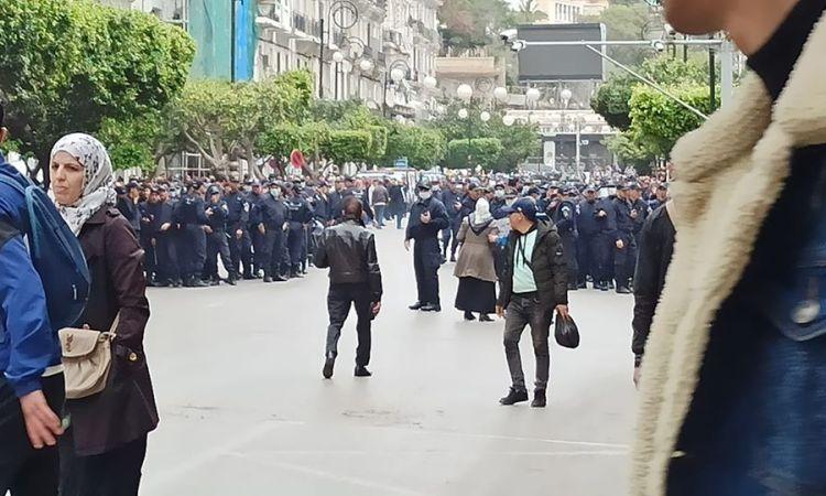 Algérie : La police interpelle de nombreux manifestants