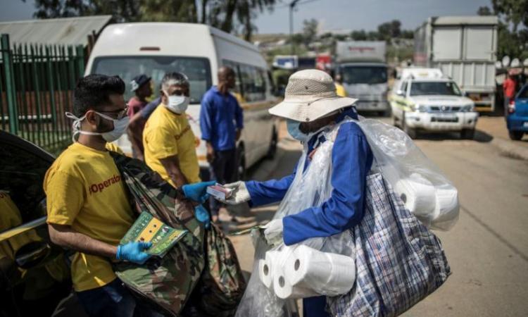 Des «guéris» du coronavirus en guerre contre le déni et la stigmatisation enAfrique
