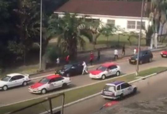 Chronique du Gabon : Libreville, des voleurs à l'arraché détroussent les automobilistes