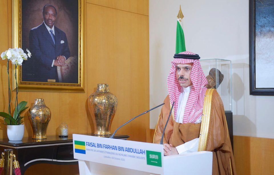 1603906325 434 Gabon En pleine offensive diplomatique le president Ali Bongo - Gabon : En pleine offensive diplomatique, le président Ali Bongo reçoit le prince saoudien Faisal bin Farhan bin Abdullah Al Saoud