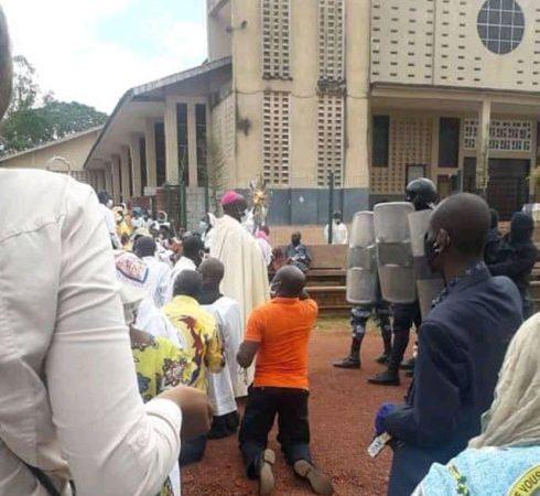 f719e2aa e618 45d6 9b75 82b3bedb3b0e 490x480 1 - Gabon | Catholique | Réouverture des lieux de culte: retour en image sur la Journée du 25 octobre.