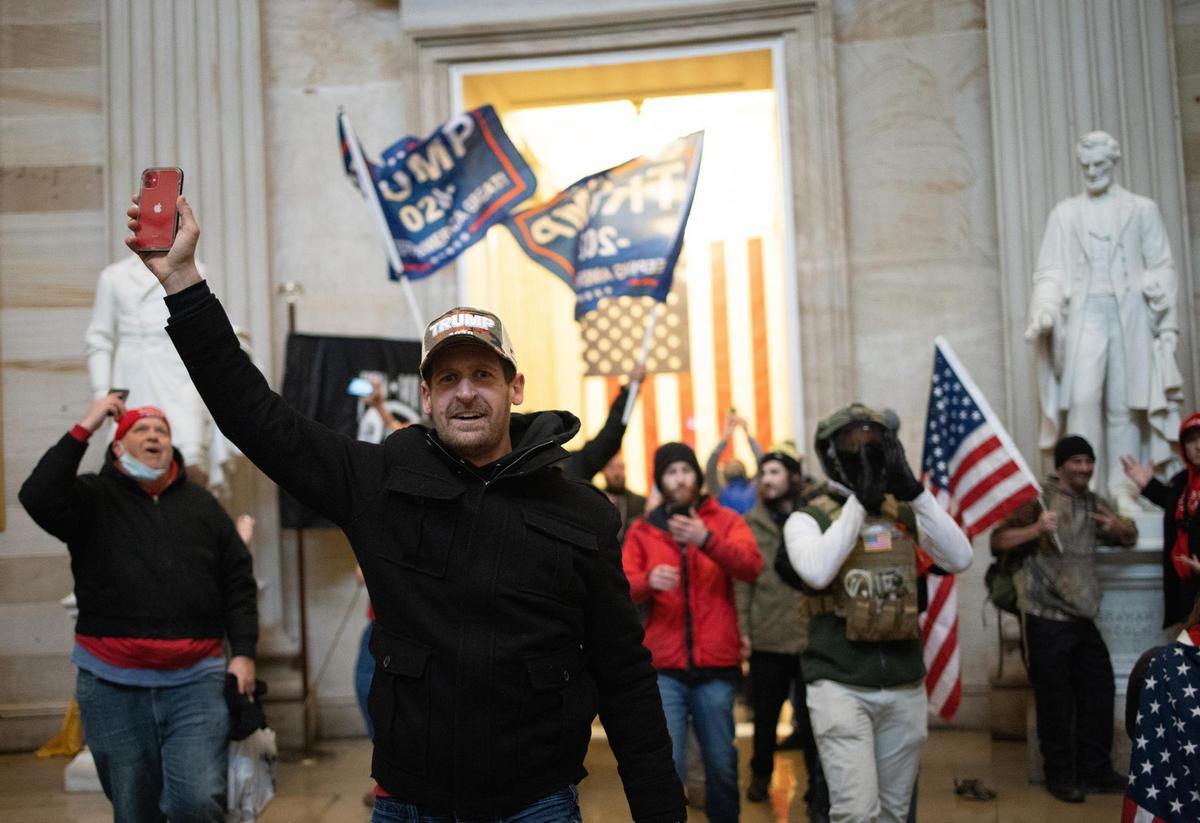 6ZxjlcMkacQ89vUOPuczB7 - USA/GABON : envahissement du Capitole, non au radicalisme !