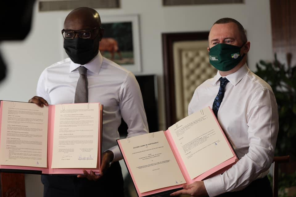 1zap - Gabon : Les ministres Biendi Maganga Moussavou et Lee White testés positifs à la Covid-19