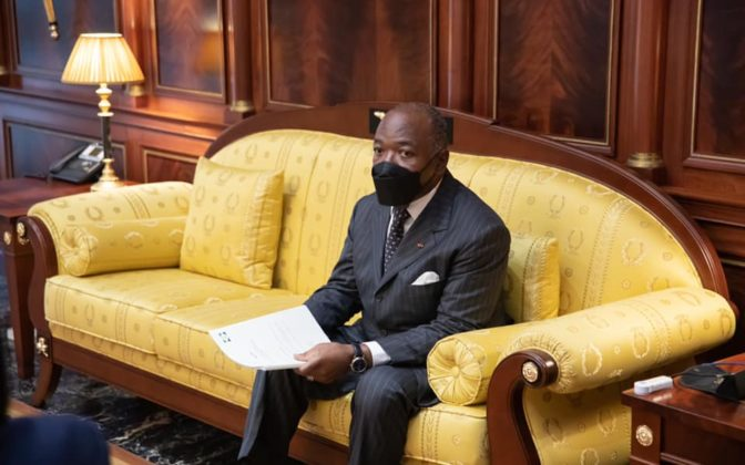 22 mars le president gabonais ali bongo ondimba va se faire vacciner pour lexemple 672x420 1 - Covid-19 : Le président gabonais Ali Bongo Ondimba prêt à se faire vacciner « pour donner l'exemple »