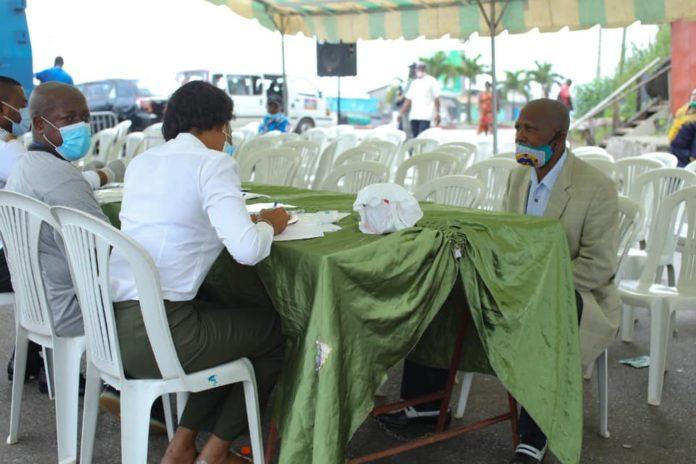 Fake news Systeme de racket mis en place - Fake news : « Système de racket mis en place par Ossouka Raponda » à travers les tests Covid ? Le tacle du conseiller com du premier ministre à Gabon Media Time
