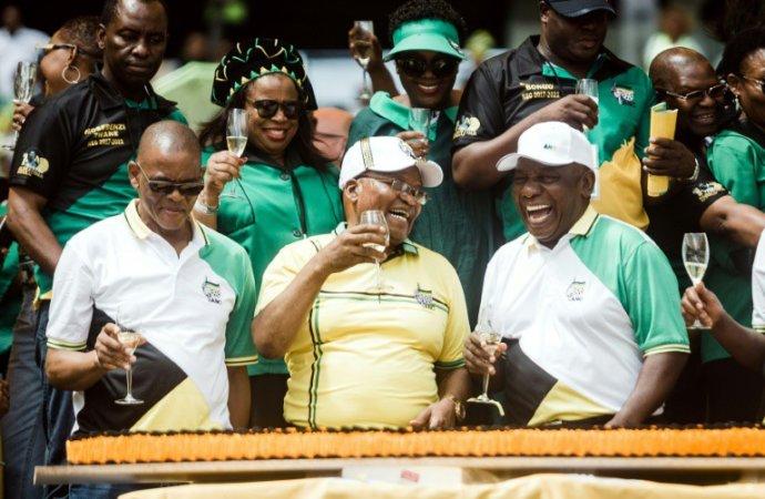 Afrique du Sud: l'ANC divisée peine à virer les corrompus