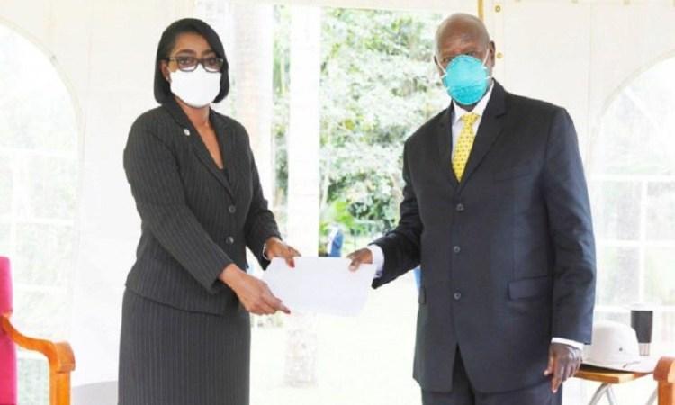 Investiture de Yoweri MuseveniRose Christiane Ossouka Raponda etait a Kampala - Investiture de Yoweri Museveni:Rose Christiane Ossouka Raponda était à Kampala