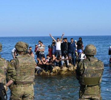 Encore 3.000 migrants à Ceuta, un mois après la crise