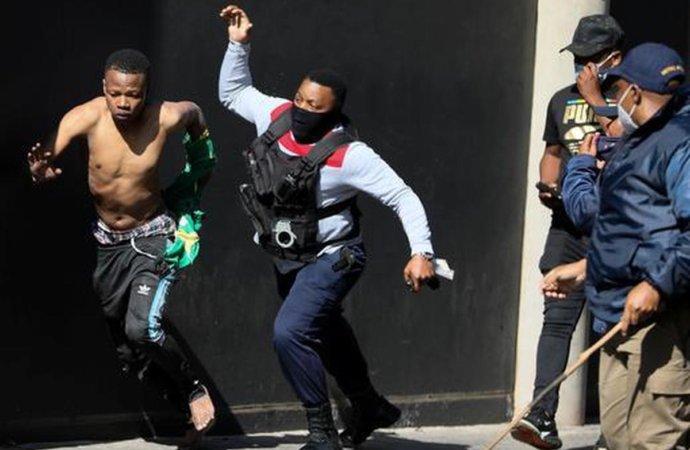 Afriquedu Sud: le bilan des émeutes revu à 330 morts