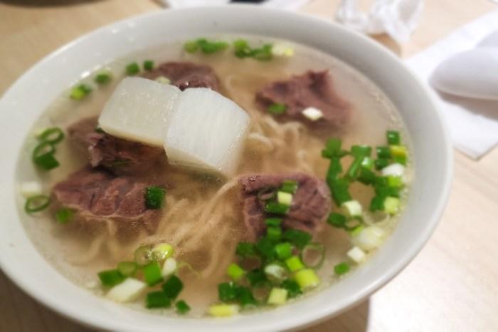 新北林口老占元拉麵大王,肉大塊湯清澈超值牛肉麵推薦!林口竹林寺推薦美食