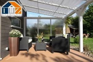 Terrassenüberdachung aus Holz mit Seitenwand