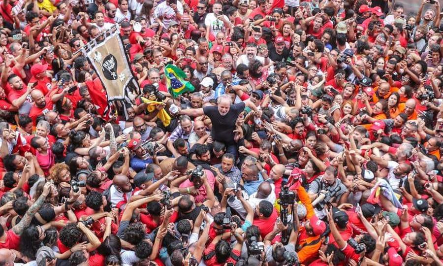Former Brazilian President Luiz Inacio Lula da Silva greets his followers after his release from prison. Photo: Roberto Stuckert