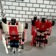 Red Alert and Sideswipe - Transformers Generation 1 Japanese ID number 04 05 Alert(アラート Arāto) and Lambor(ランボル Ranboru)