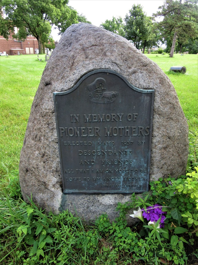 Minneapolis Pioneers and Soldier Memorial Cemetery memorial to Pioneer Mothers