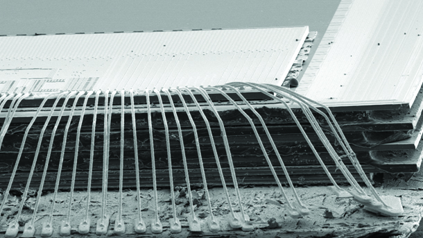 electron microscope photo of cross-section of 32GB microSD card