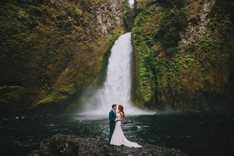 wahclella falls oregon elopement photo