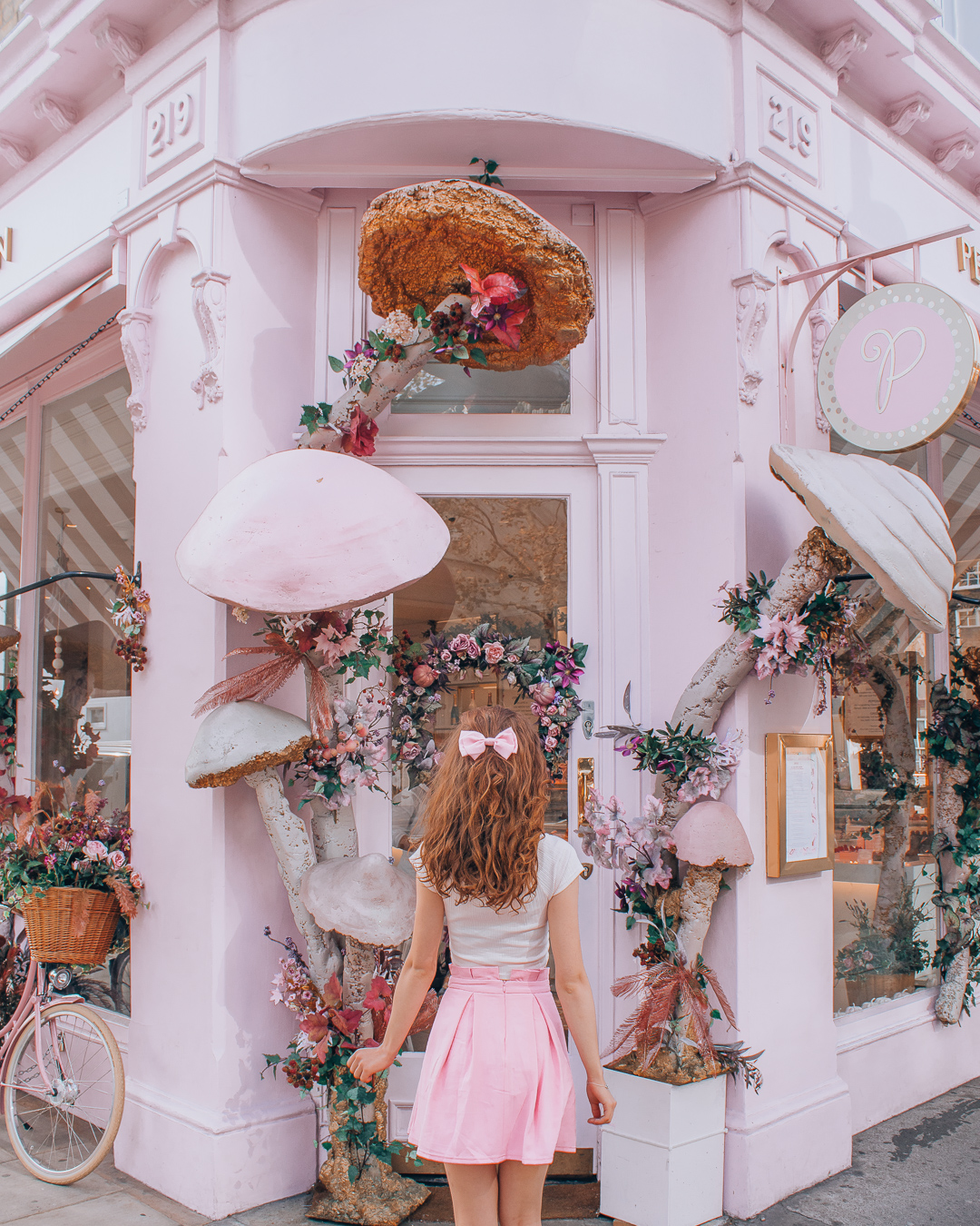 Girl in front of Peggy Porschen Cakes
