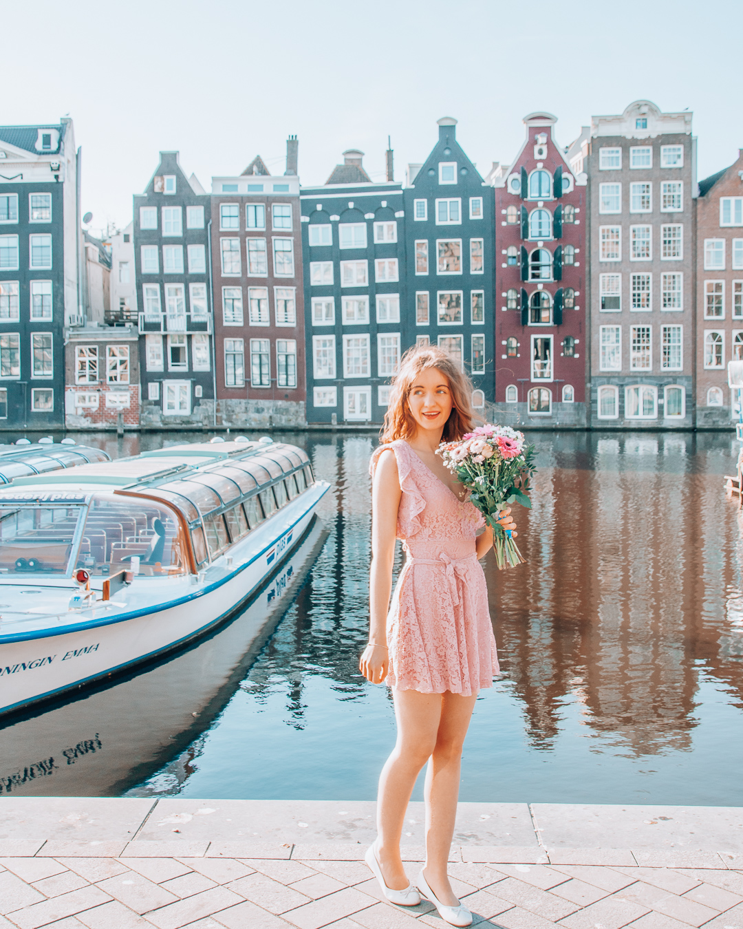 Girl with flowers at Damrak