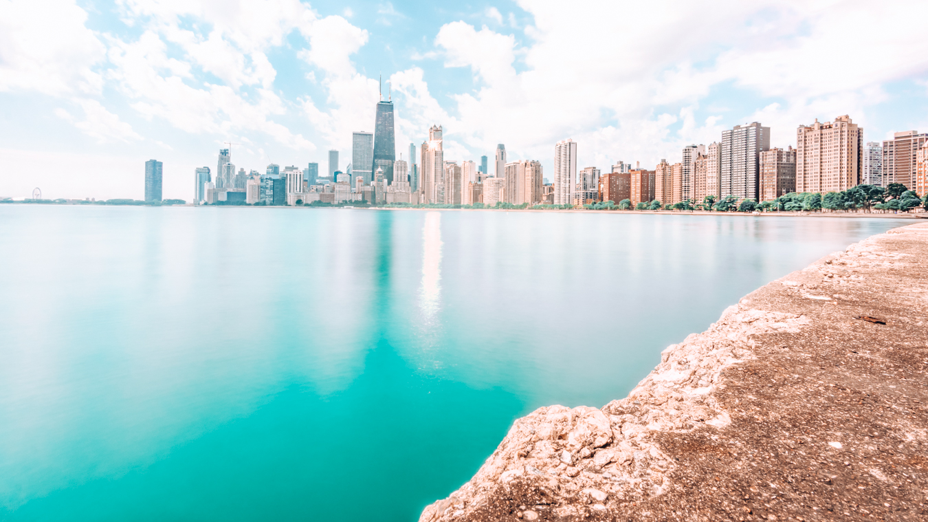 Instagrammable view of the skyline of Chicago from North Avenue Beach
