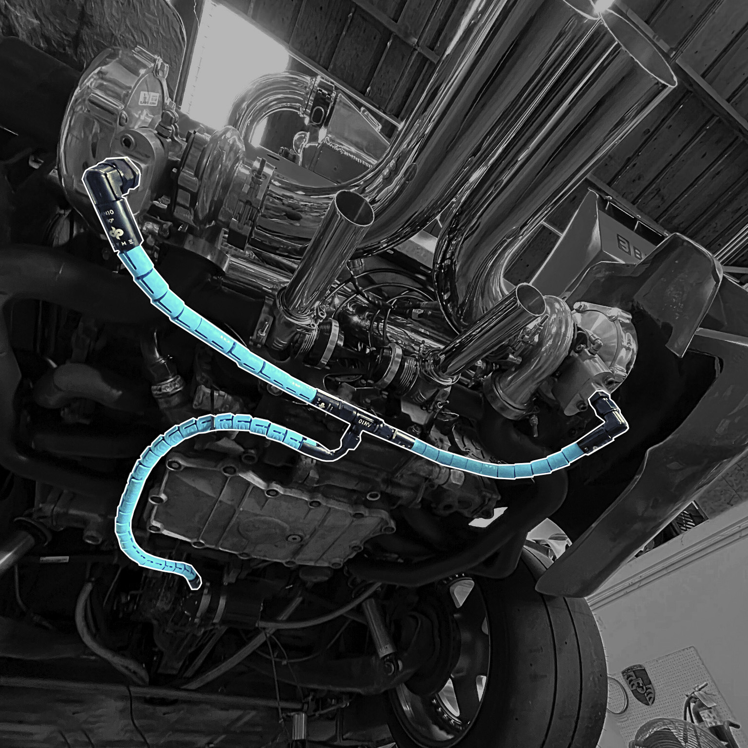 Hose manufacturer Dyme PSI Rattlesnake Hose Design Toolkit installed on BisiMoto Blue 935 Porsche