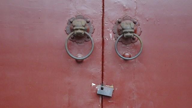 Door locks DSC00285 © DY of jtdytravels