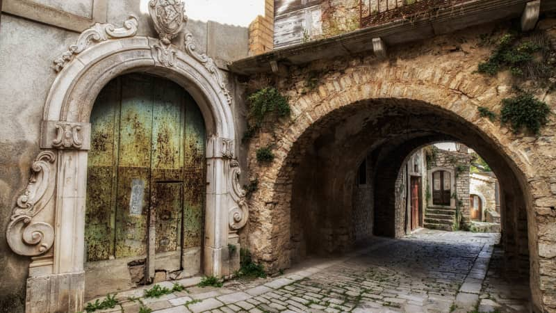 The homes lie amid a cobblestone maze of ancient streets.