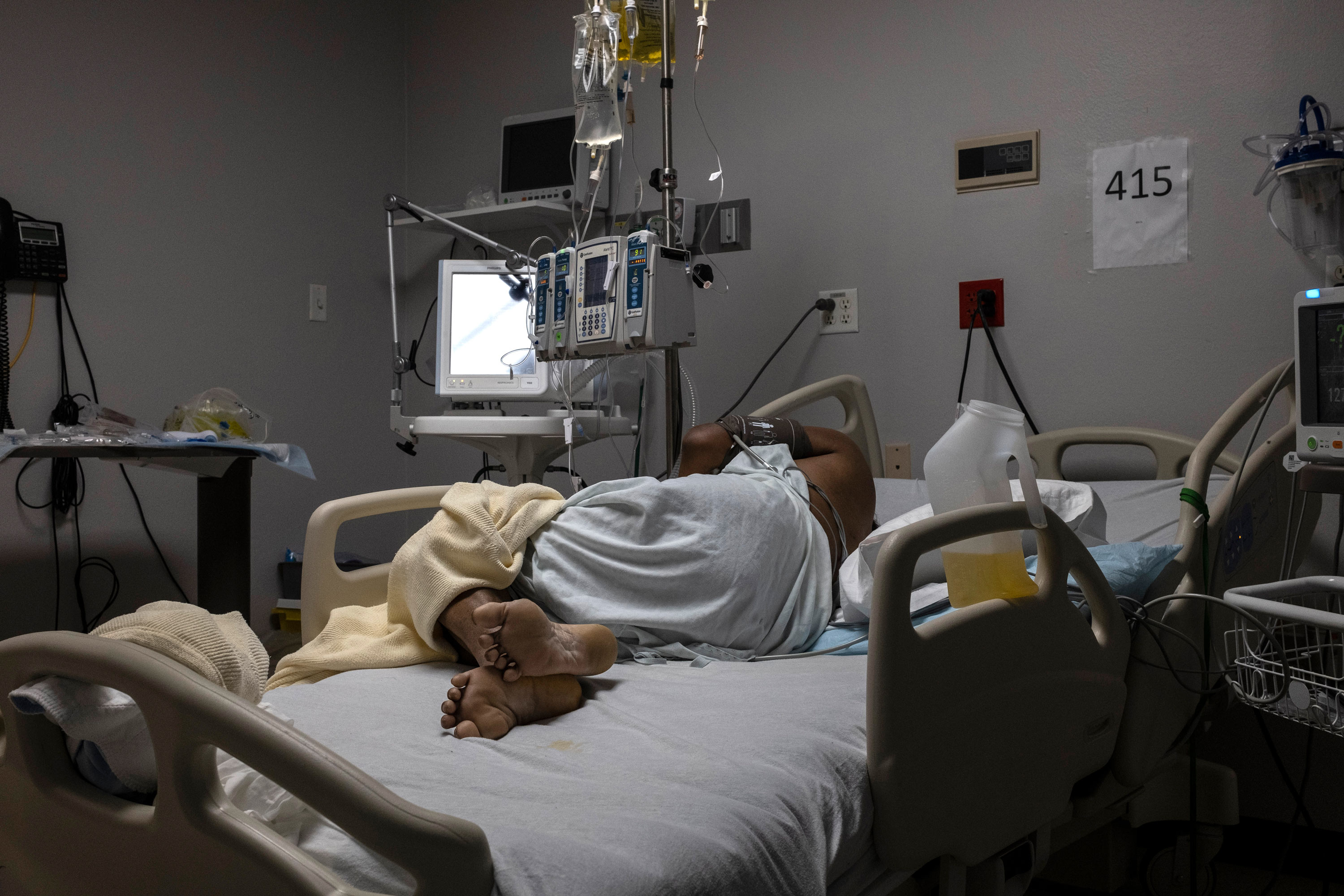 A patient is seen lying on a bed in the COVID-19 intensive care unit at the United Memorial Medical Center on January 1 in Houston, Texas.