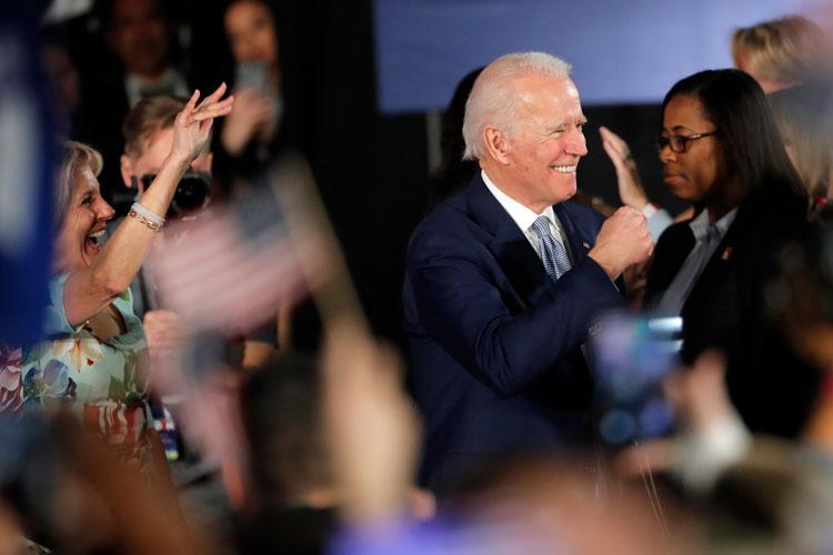 民主党の大統領候補であるジョー・バイデン元副大統領は、妻のジル・バイデンを伴って、2月29日土曜日、サウスカロライナ州コロンビアの初夜選挙集会で講演します。