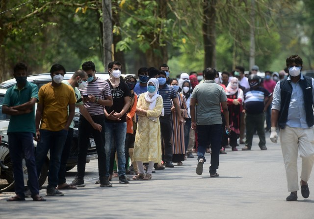 People line up while waiting to receive a dose of the Covishield coronavirus vaccine, outside the Moti Lal Nehru Medical College in Allahabad on May 1.