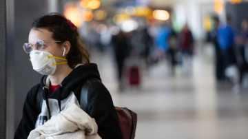 Mascarillas en aviones: las medidas de algunas aerolíneas en materia de protección personal y distanciamiento social por el coronavirus