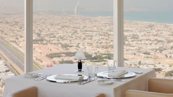 dubai sky high dining Prime68_DaytimeView