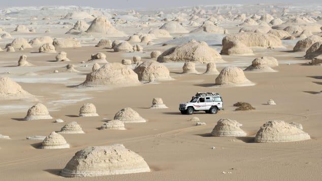白い砂漠はエジプトの別世界の風景です。