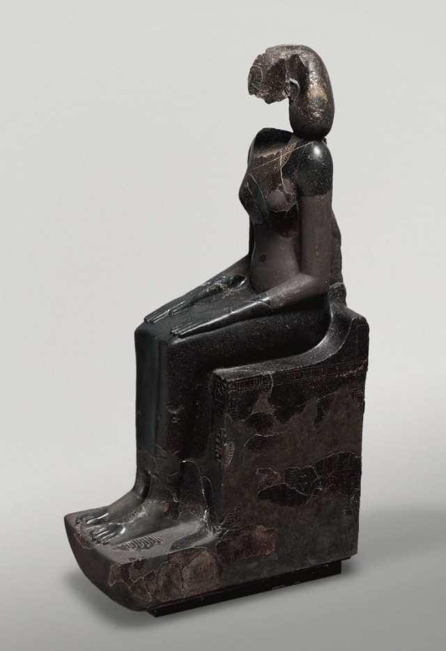 """A statue of the Egyptian queen Hatshepsut wearing a """"khat"""" headdress."""