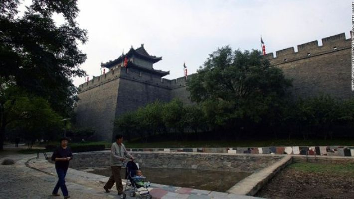 The Xian City Wall is one of the best-preserved ancient city walls in China.