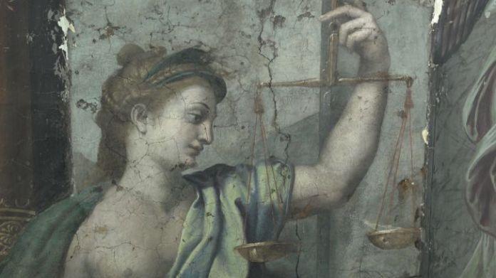 Un dettaglio dei dipinti scoperti.