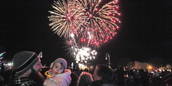 Port Hope  Cobourg host new year celebrations   NorthumberlandNews com COBOURG    Two year old Avila Dean and her father Rick Dean watched the  fireworks show along the waterfront following the lighting up ceremony for  Christmas