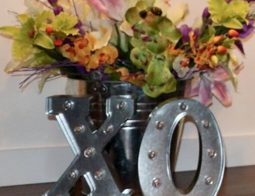 "Metal ""XOXO"" Maquee Sign"