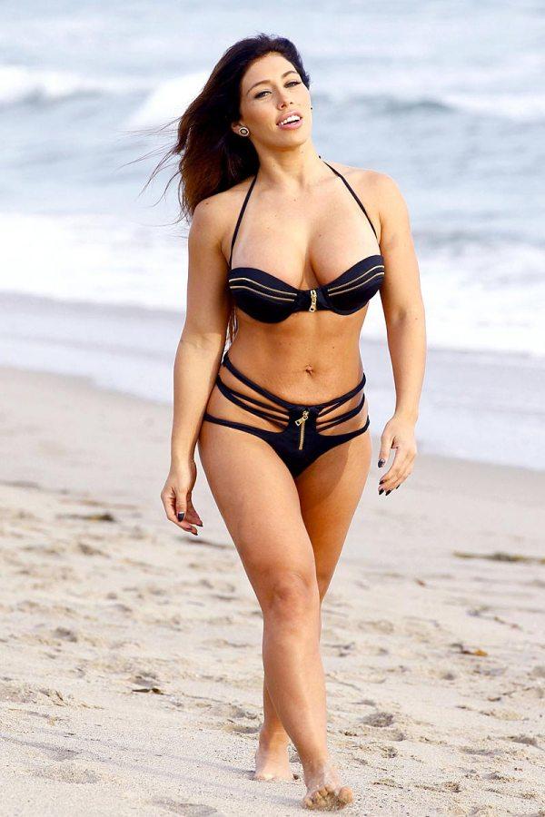 Carmen-Ortega-In-A-Bikini-In-Santa-Monica-01
