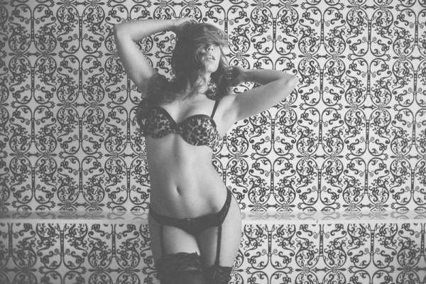 Nicole Mejia @Nicole_Mejia: More of Black And White - Van Styles