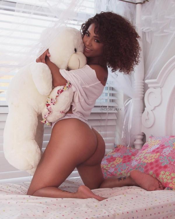 Medusa La Boa @msssugey: Bedroom Fantasy – Jam-X