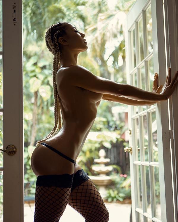 Elizabeth @lotusbombb: Full Bloom - 2020 Photography