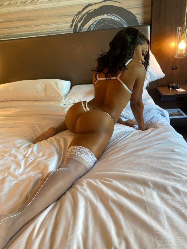 Nikki Renee @msnikkirenee - Room For Me & U