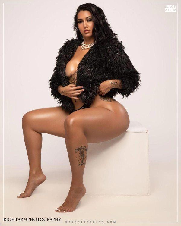 Esmeralda Valiente @esmeralda_valiente - Right Arm Photography x @gmodelentmgmt