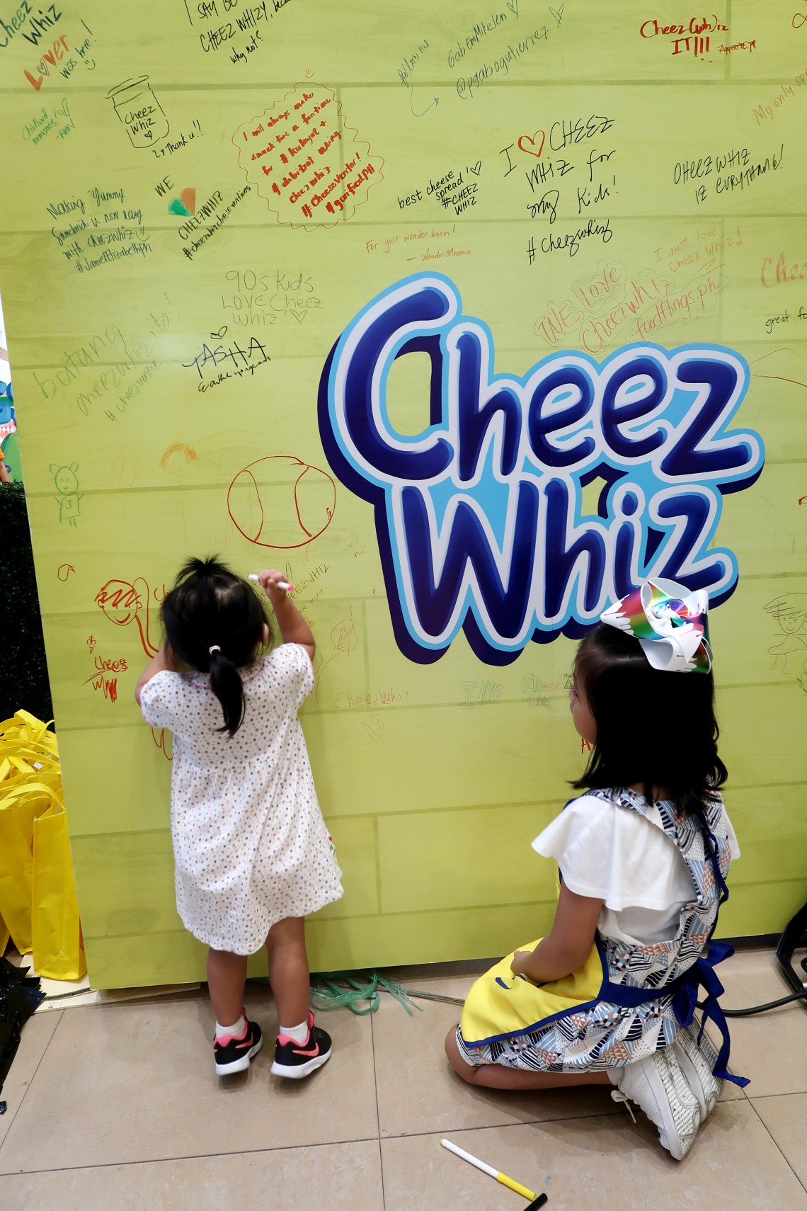 dyosathemomma: Cheez Whiz #Cheeseventions creative snacks for kids, AmNiszhaGirl with Gummy Carlos
