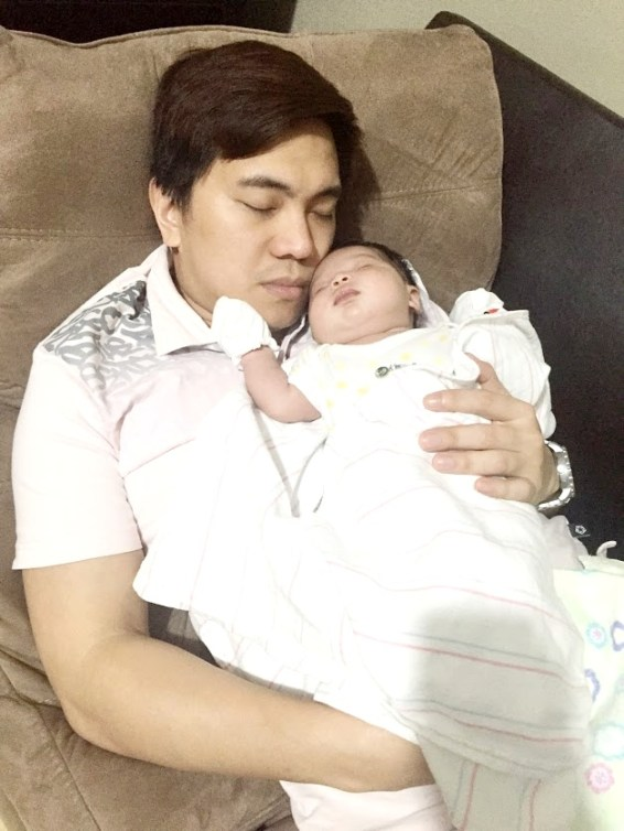 dyosathemomma: good effects of cuddling babies, AmNiszhaGirl, mommyblogger