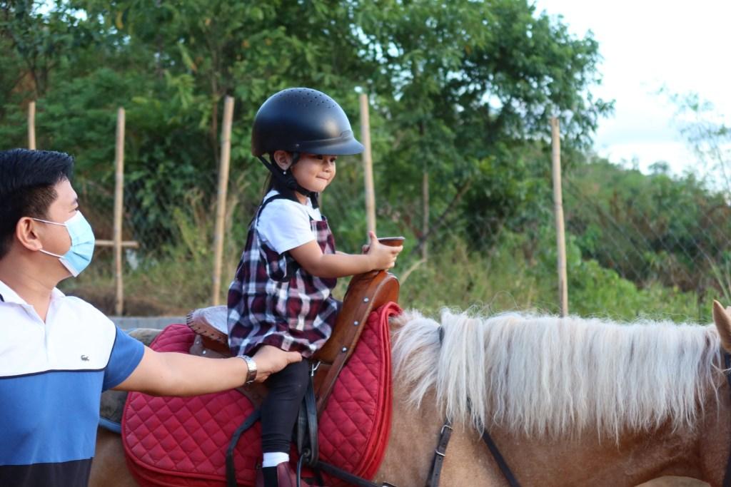 dyosathemomma-UCM-Adventure-Park-horseback riding