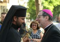Посол Ватикану зустрівся в Одесі з греко-католиками, моряками та безхатьками