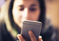 Чому молитися зі смартфона не можна?